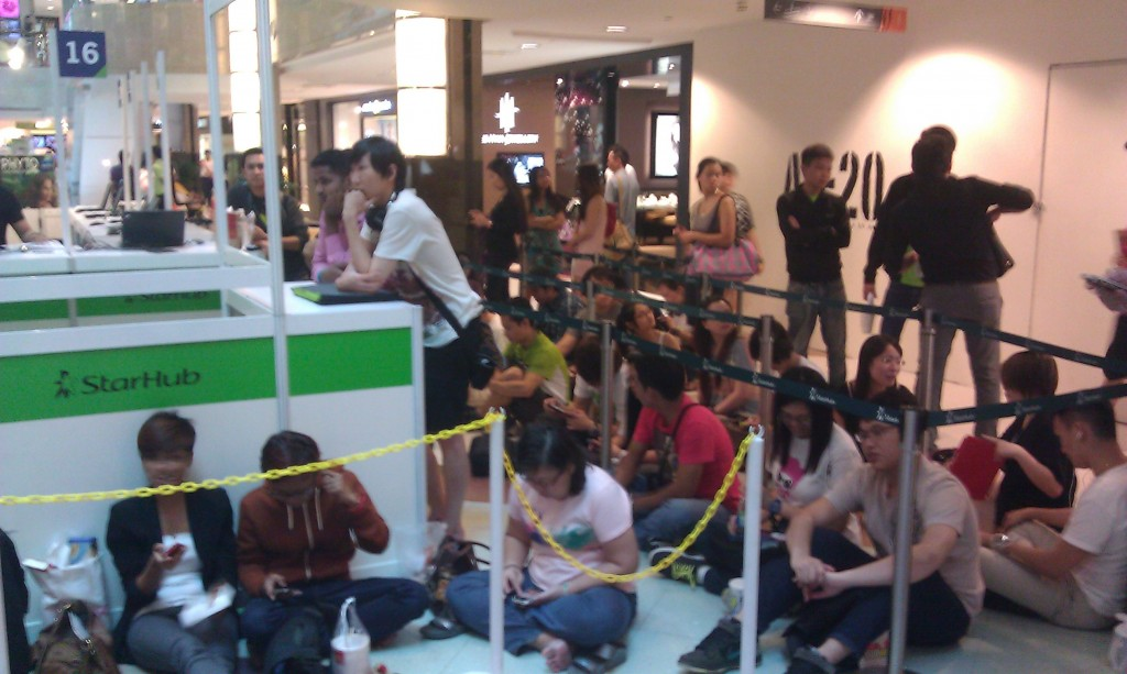 Starhub Samsung Galaxy Note II Queue One at Plaza Singapura