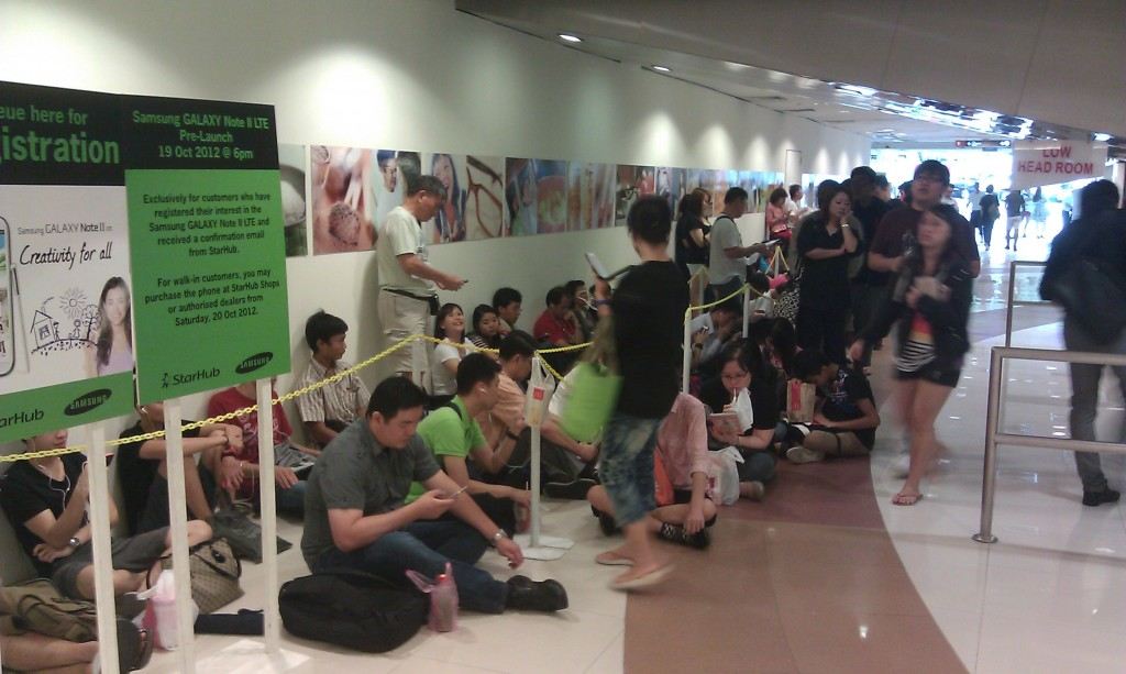 Starhub Samsung Galaxy Note II - Front of Queue Two at Plaza Singapura