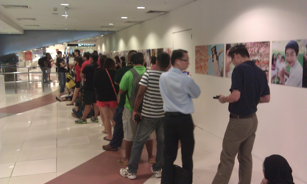 Starhub Samsung Galaxy Note II - My View of the Queue