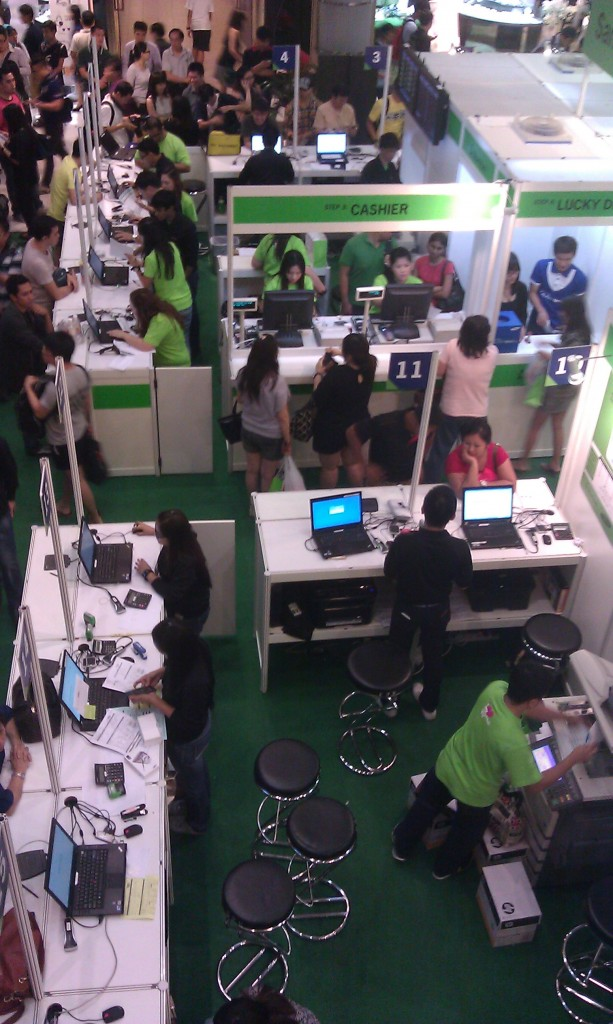Starhub Employees at Work - Samsung Galaxy Note II Pre-Launch